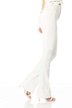calca flare hot pants cor branco dz2291 denim zero lado proximo