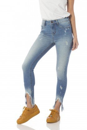 calca skinny media cropped barra desfiada dz2654 frente proximo denim zero