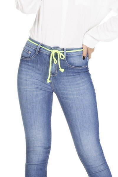 dz3101 calca jeans skinny media cigarrete denim zero frente detalhe