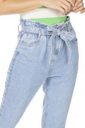 dz3231 calca jeans feminina mom com cinto denim zero frente detalhe