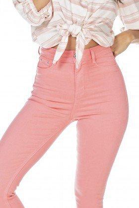 dz2528 13 calca jeans feminina skinny hot pants goiaba denim zero frente detalhe